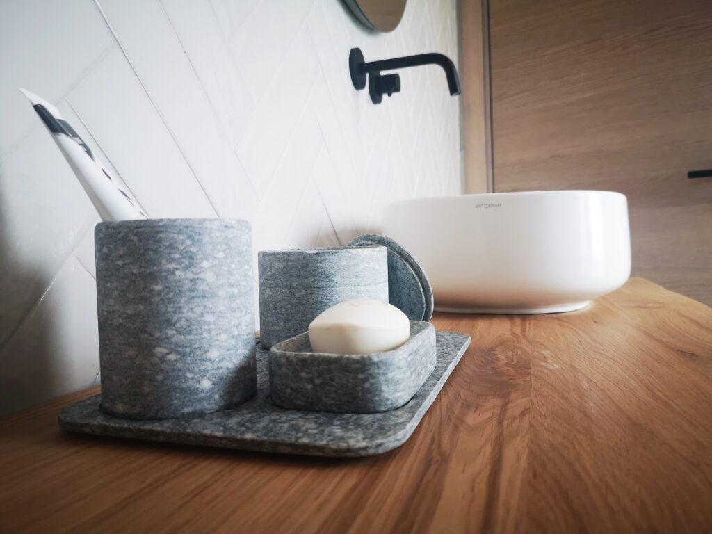 Set bagno in pietra di Luserna